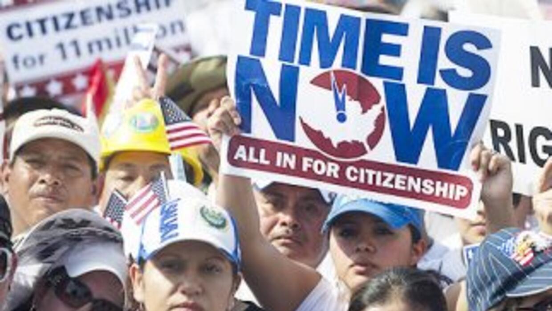 Miles de inmigrantes asistieron el 10 de abril a una marcha en apoyo a l...
