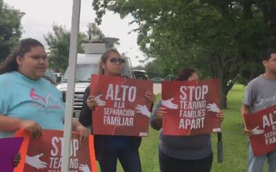 Activistas de Houston piden la liberación de una mujer detenida sin carg...