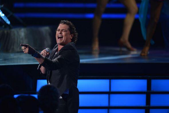 El cantante interpretó el tema 'Volví a Nacer' y nos puso a bailar a todos.