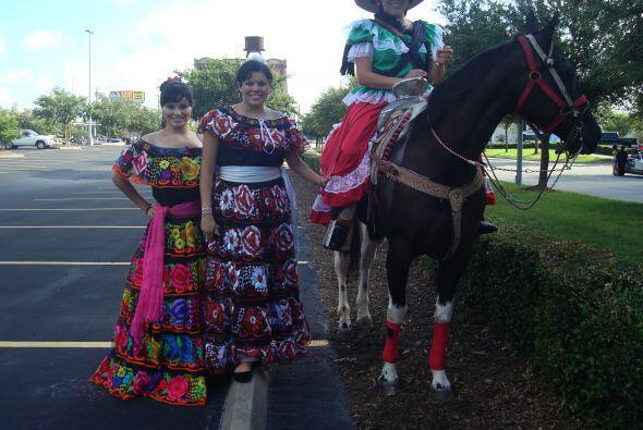 Houston disfrutó del colorido desfile anual de Fiestas Patrias.