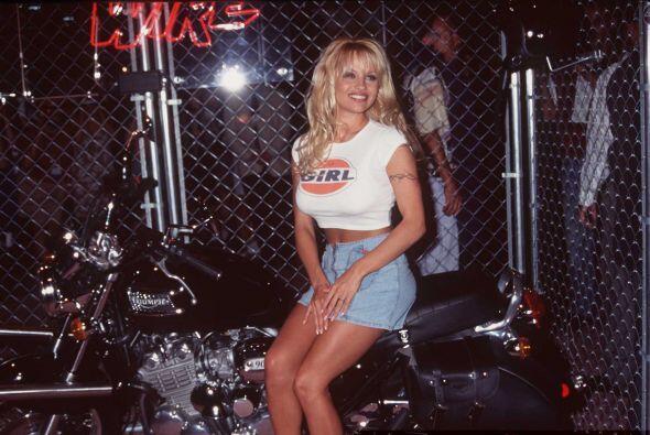 Pamela fue C.J. Parker hasta 1997 y gracias a esto se convirtió  en una...