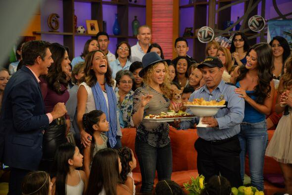 Karla estafa más que feliz con la visita de Shakira, quien no paró de re...
