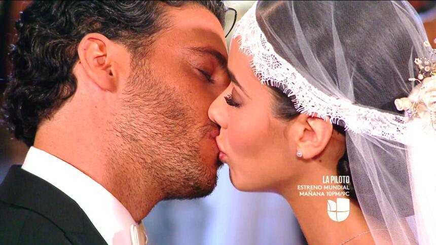 Lucía y Marcelo en el final de 'El color de la pasión' CECE7EA6DC9D4582A...
