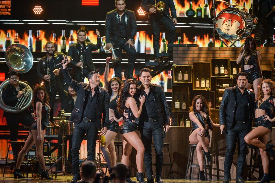 Banda Los Recoditos encendieron el American Airlines Arena con 'Pisteare'.