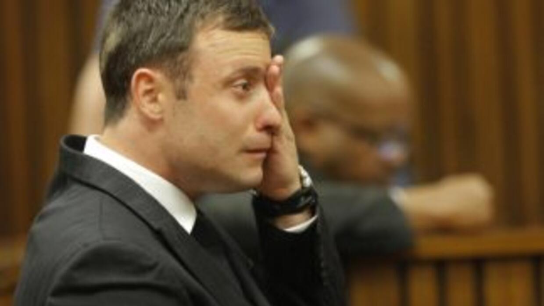 Oscar Pistorius llora durante la exposición de la jueza.