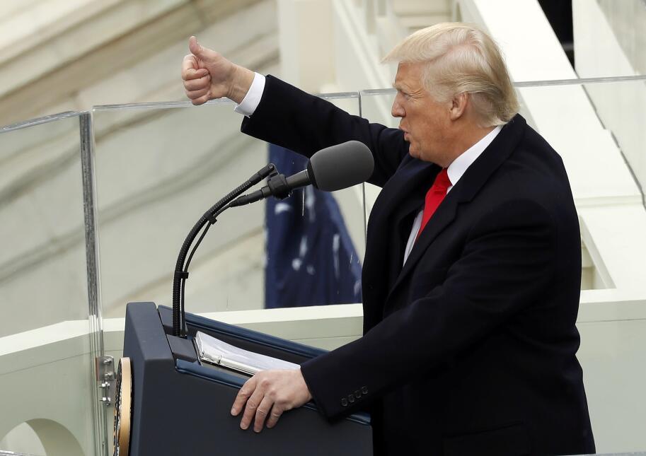In photos: President Trump is sworn in 2017-01-20T172100Z_1426271587_HT1...
