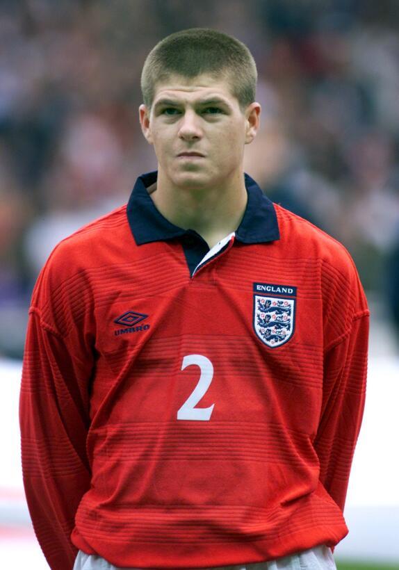 Steven Gerrard: 19 datos en 19 años de carrera ejemplar Debut Seleccion.jpg