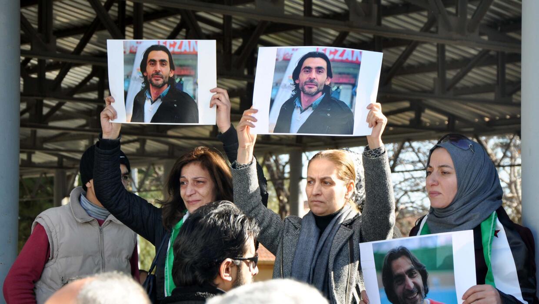 Mujeres reclaman por la muerte de Naji Jerf.