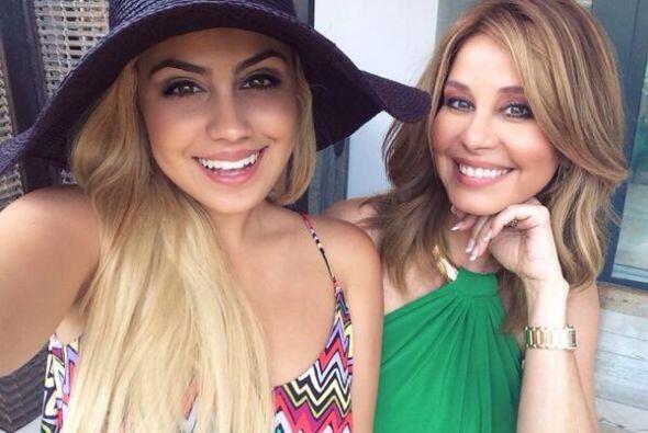 Alexa Dellanos compartió una foto con su mami, Myrka, para celebrar el D...