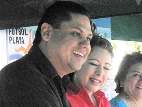 La lluvia de piedras alcanzó al presidente de FESFUT Carlos Mende...