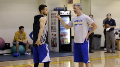 Curry realizó algunos ejercicios, pero no participó en las prácticas.