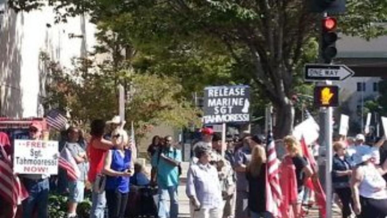 Manifestantes piden la liberación de sargento estadounidense detenido en...