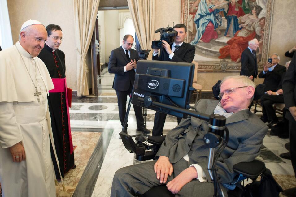 Hawking también fue recibido por en Roma por el Papa Francisco en...