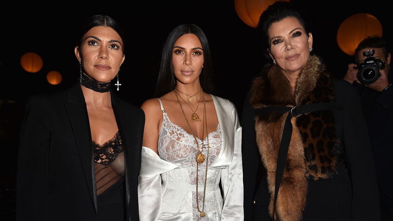 Kourtney Kardashian, Kim Kardashian y Kris Jenner en el desfile Givenchy...