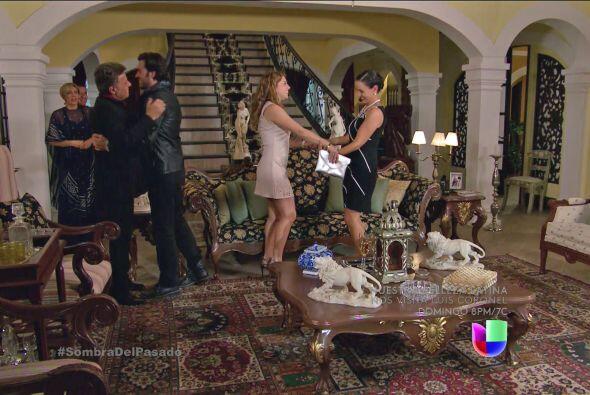 Valeria y Cristóbal llegaron a la casa de sus padres después de un largo...