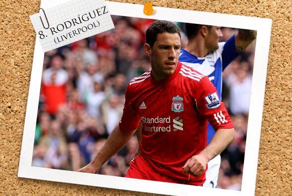 Finalmente, aparece en el medio campo el argentino Maxi Rodríguez.