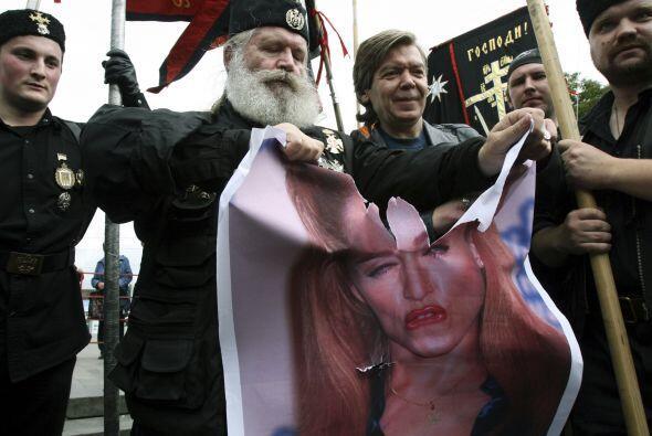 Evidentemente los grupos religiosos detestaron esta actitud de la Reina...