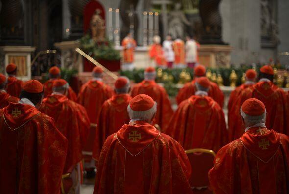 Ante los 115 cardenales electores, numerosos purpurados octogenarios, cu...