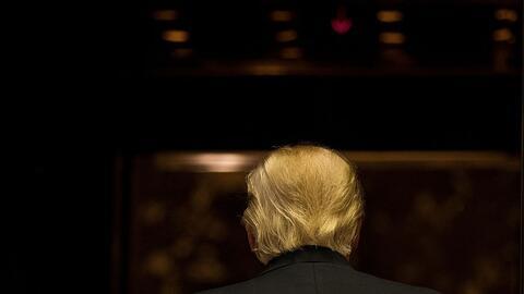 Donald Trump en la Trump Tower tras hablar brevemente a la prensa el 13...