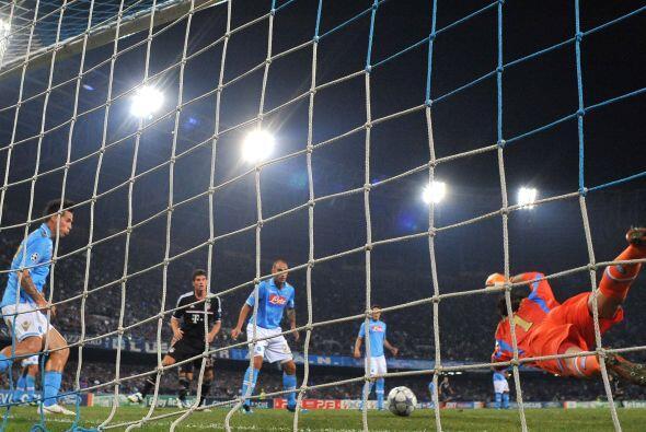 Nápoli consiguió su ansiado gol en una jugada que tuvo de todo.