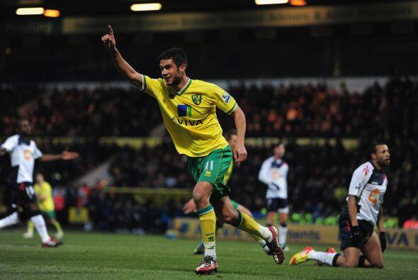 Norwich consiguió una importante victoria por 2 a 0 sobre el Bolton.