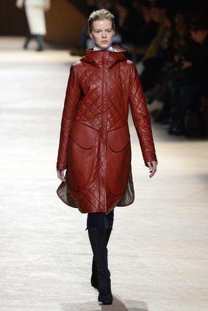 Hermès añadió a su colección varias piezas de cuero, como esta chamarra...