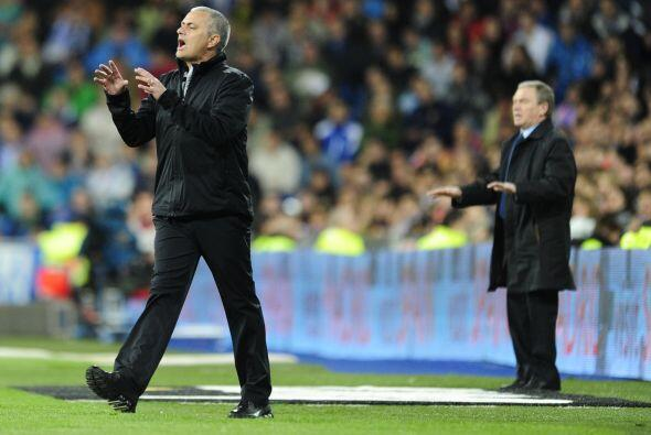 José Mourinho lucía intranquilo al ver la falta de eficacia en sus jugad...
