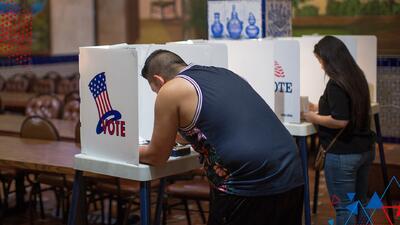 La razón por la cual los latinos no se registran para votar tiene a Argelia muy alarmada