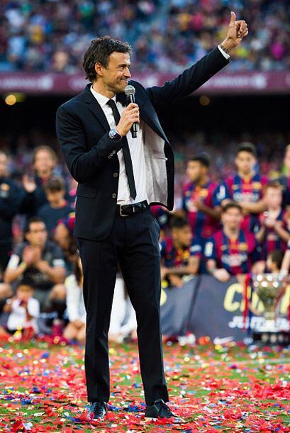 Jaleado por el graderío, Luis Enrique dio las gracias al público por el...