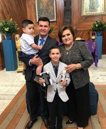 Festejo en familia: Joel Lizárraga celebró la primera comunión de su hij...
