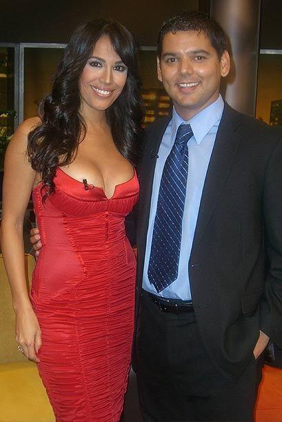 Karla Martínez se une a los invitados. Aquí con el doctor Ruiz.