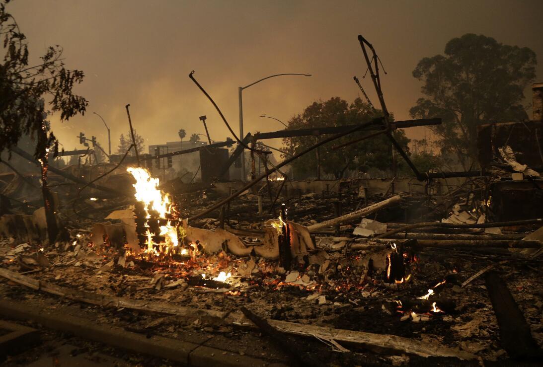 Incendios en el norte de California han dejado destrucción en la región.