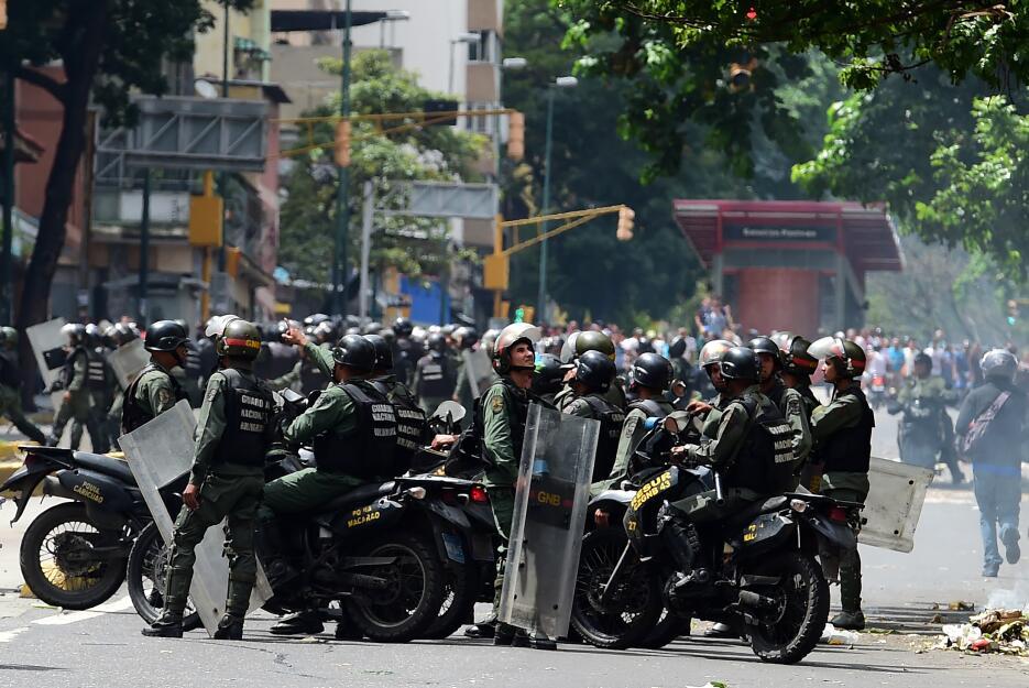 Las fuerzas de seguridad no dejaron pasar a los manifestantes hacia el P...