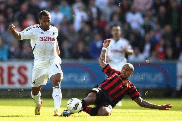 Al mismo tiempo, el Manchester City se metió a la cancha del Swansea.