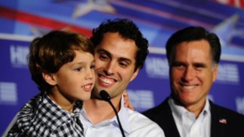 Craig Romney, hijo candidato republicano Mitt Romney, inauguró una ofici...