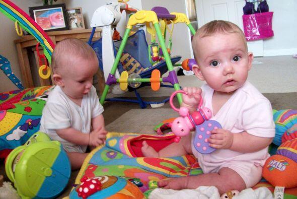 Con todo y la sorpresa, sus primeros mellizos nacieron sanos y salvos y...