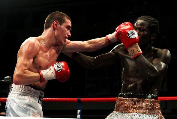 El británico Liam Walsh (blanco) derrotó al ghanés Maxwell Awuku (blanco...