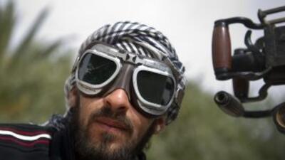 Los rebeldes libios seguían avanzando el sábado desde el oeste de Ajdabi...