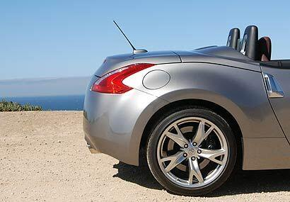 En la cola del auto la plataforma plana es la principal diferencia con e...