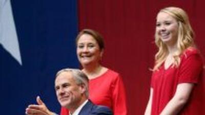 El Gobernador Electo con su esposa Cecilia y su hija