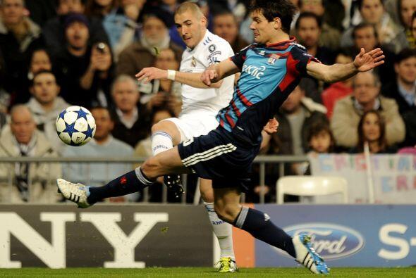 Karim Benzema fue el elegido para estar al frente del ataque.