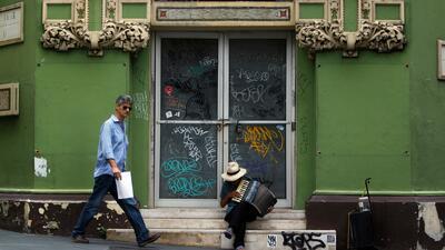 Numerosos negocios han cerrado sus puertas luego del paso del hurac&aacu...