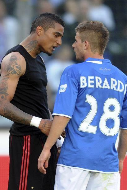Boateng, del Milan, y Bararde, del Brescia, intercambiaron 'alientos'.