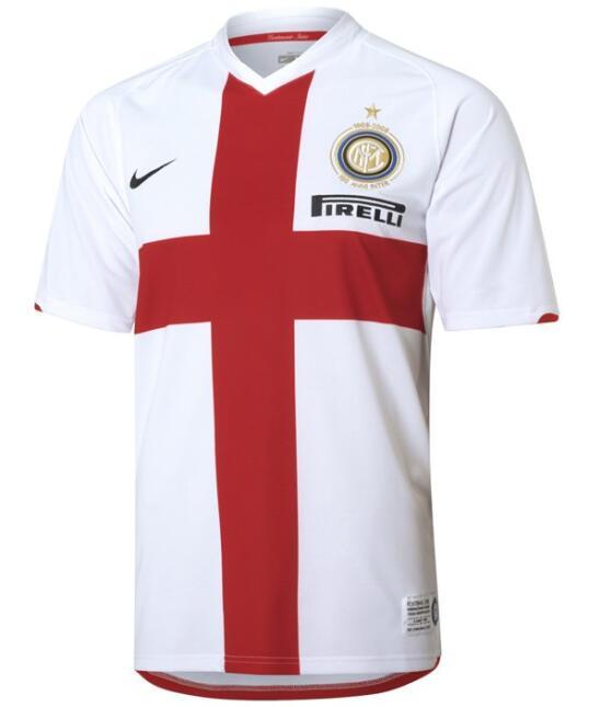En el año 2008 el Inter de Milán tuvo de tercera equipación esta playera...