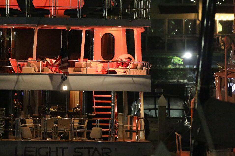 La nueva pareja fue captada por los paparazzi en Marina del Rey, Califor...