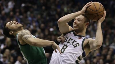 Los Bucks aplastan a Celtics y acortan distancia