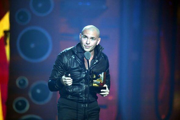 Por si fuera poco, Pitbull se llevó el premio Ídolo de la Juventud.