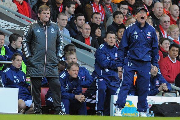 Los contrastes entre el efusivo entrenador del Stoke City,Tony Pul...