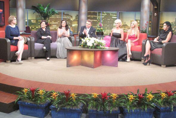 En esta noche entre mujeres participan Charytín Goyco, Rossana Garcia,...