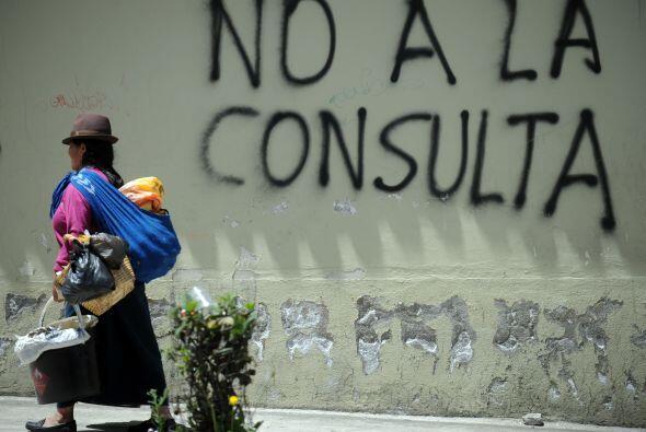 La oposición acusa a Correa de querer concentrar más poder mediante el p...